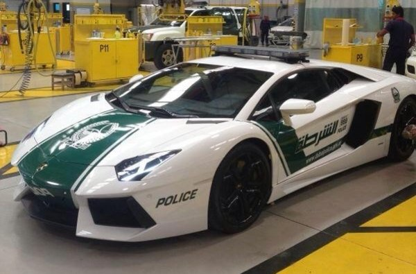 dubai police takes delivery of lamborghini aventador police car picture