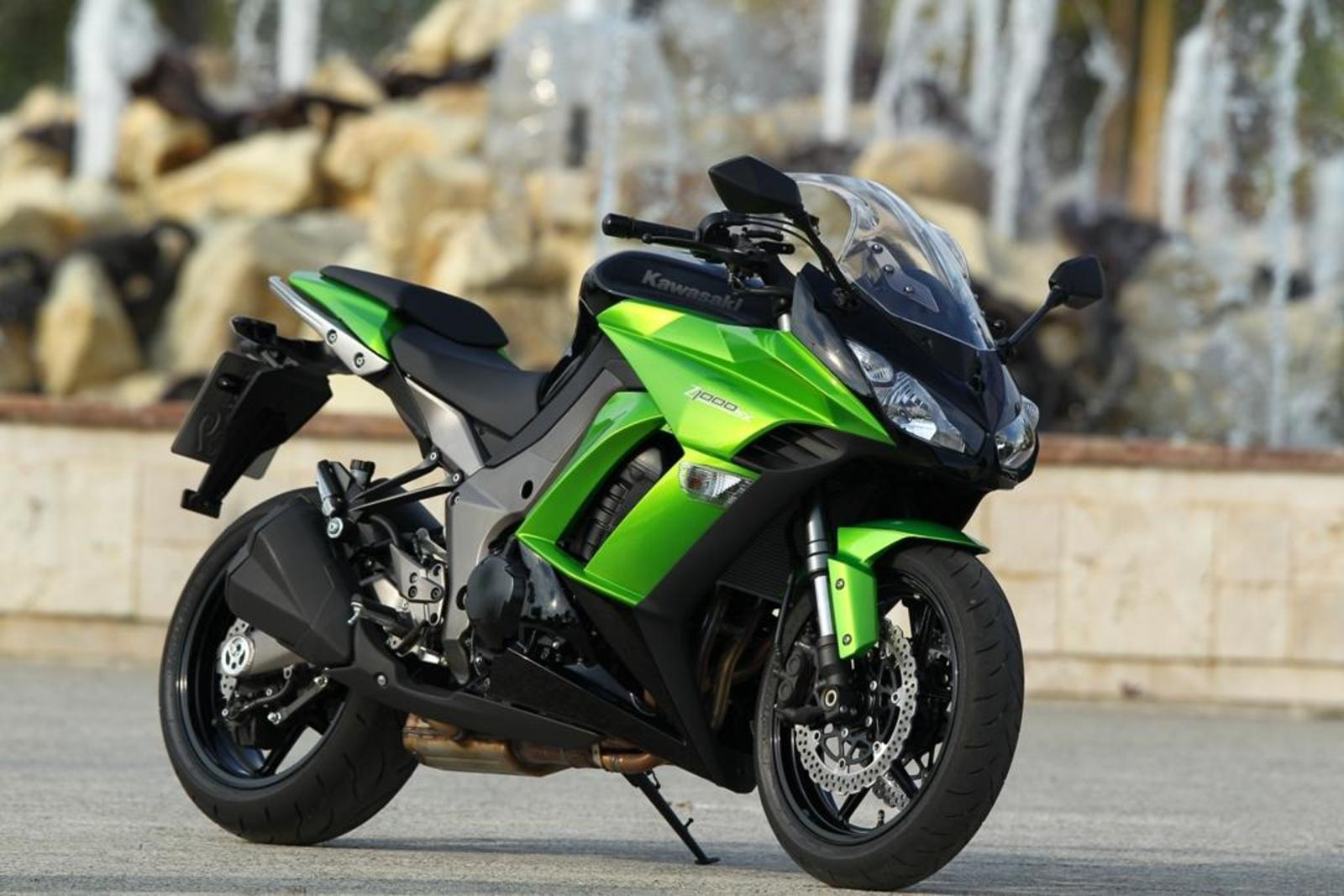 2013 kawasaki z1000 sport review top speed. Black Bedroom Furniture Sets. Home Design Ideas