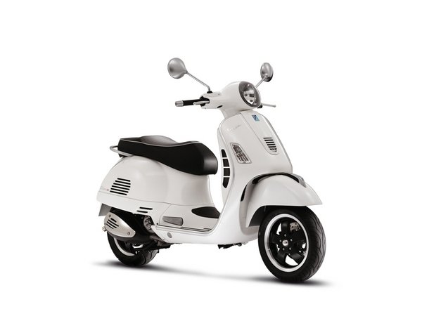Scooter With Seat >> 2013 Vespa GTS 300 IE SUPER Review - Top Speed