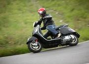 2013 Vespa GTS 300 IE SUPER - image 508675