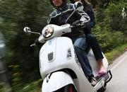 2013 Vespa GTS 300 IE SUPER - image 508679