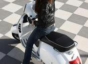 2013 Vespa GTS 300 IE SUPER - image 508685