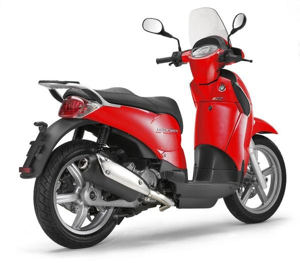 Motorcycle Review Top Speed: 2013 Aprilia Scarabeo 200 - Picture 508182