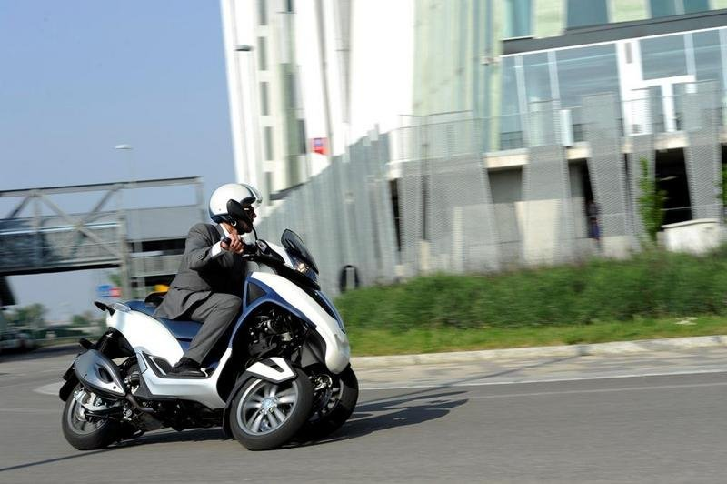 2013 Piaggio MP3 300 LT Yourban High Resolution Exterior - image 508971