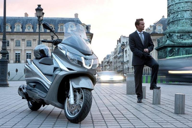 2013 Piaggio X10 350 ie High Resolution Exterior - image 508885