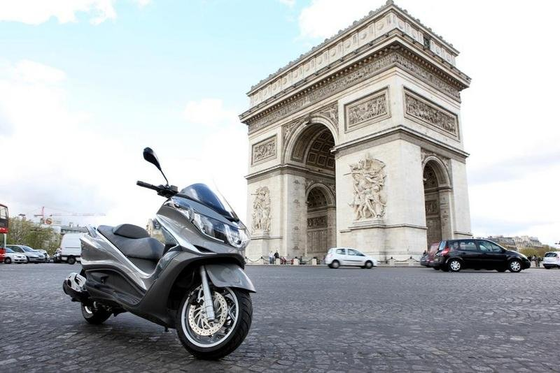 2013 Piaggio X10 350 ie High Resolution Exterior - image 508887