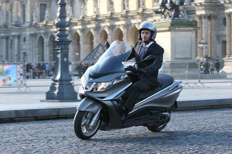 2013 Piaggio X10 350 ie High Resolution Exterior - image 508890