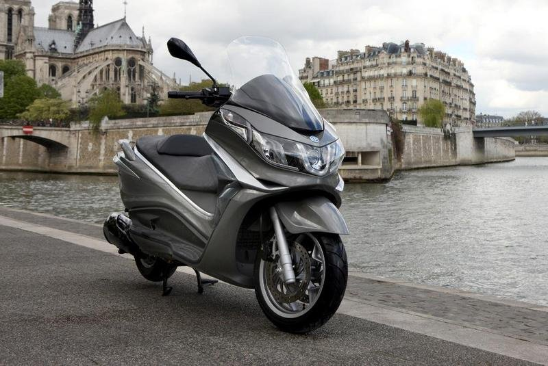 2013 Piaggio X10 350 ie High Resolution Exterior - image 508891