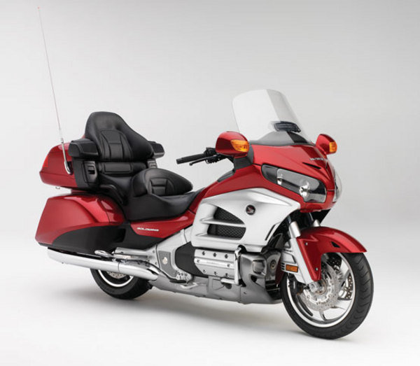 2013 honda gold wing gl1800 audio comfort review top speed. Black Bedroom Furniture Sets. Home Design Ideas