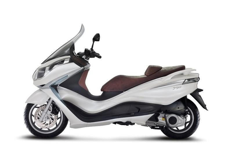 2013 Piaggio X10 125 High Resolution Exterior - image 511568