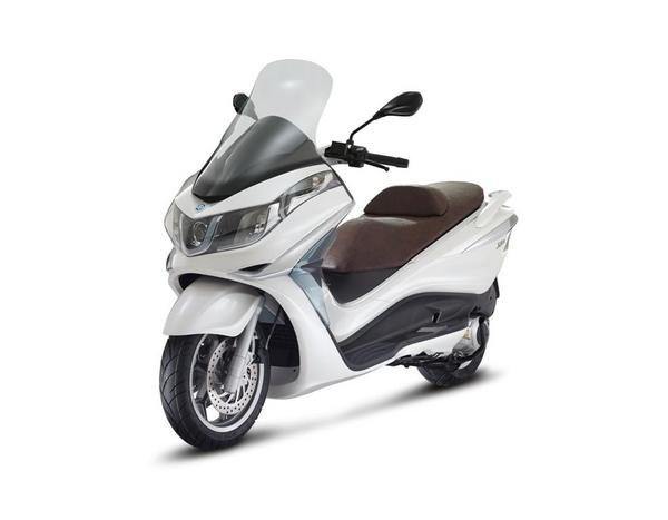 2013 piaggio x10 125 motorcycle review top speed. Black Bedroom Furniture Sets. Home Design Ideas