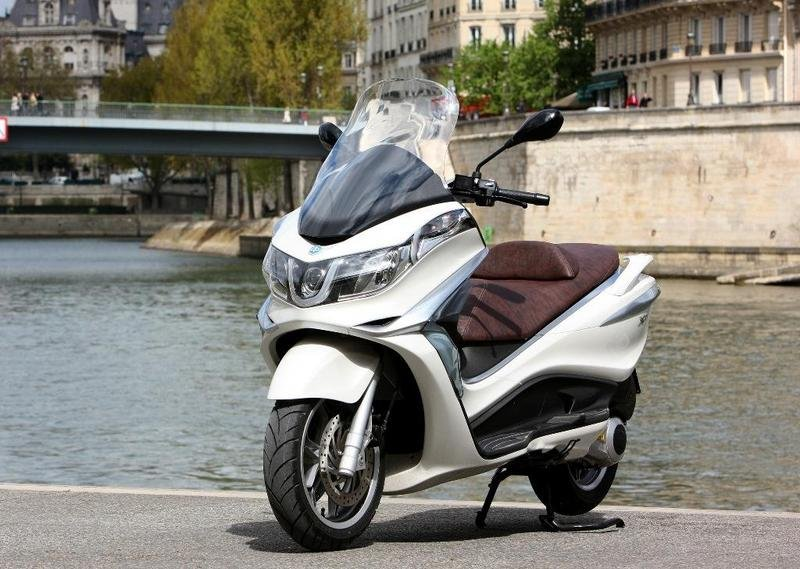 2013 Piaggio X10 125 High Resolution Exterior - image 511571
