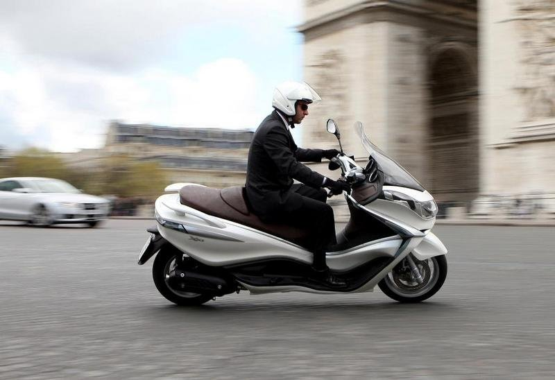 2013 Piaggio X10 125 High Resolution Exterior - image 511573
