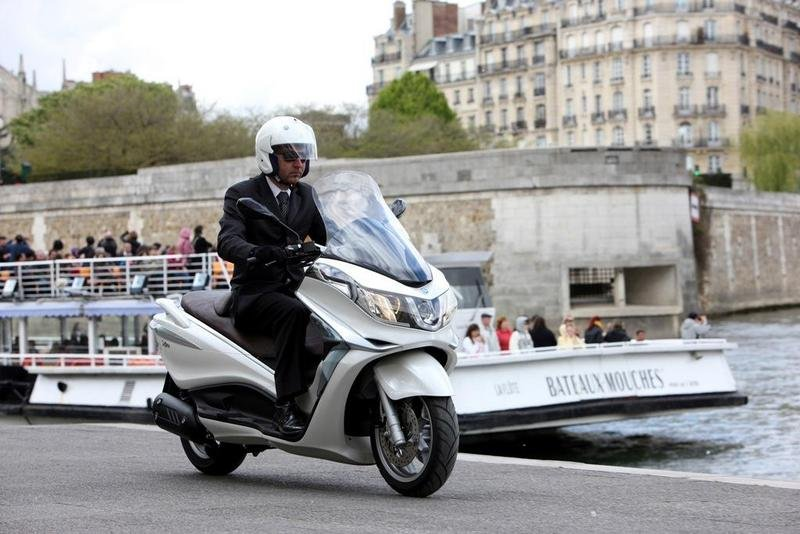 2013 Piaggio X10 125 High Resolution Exterior - image 511575