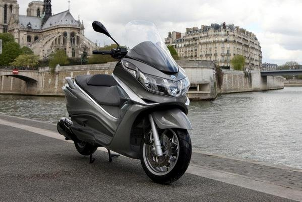 2013 piaggio x10 350 motorcycle review top speed. Black Bedroom Furniture Sets. Home Design Ideas