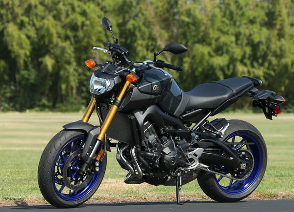 2013 yamaha mt 09 motorcycle review top speed for Yamaha mt 200