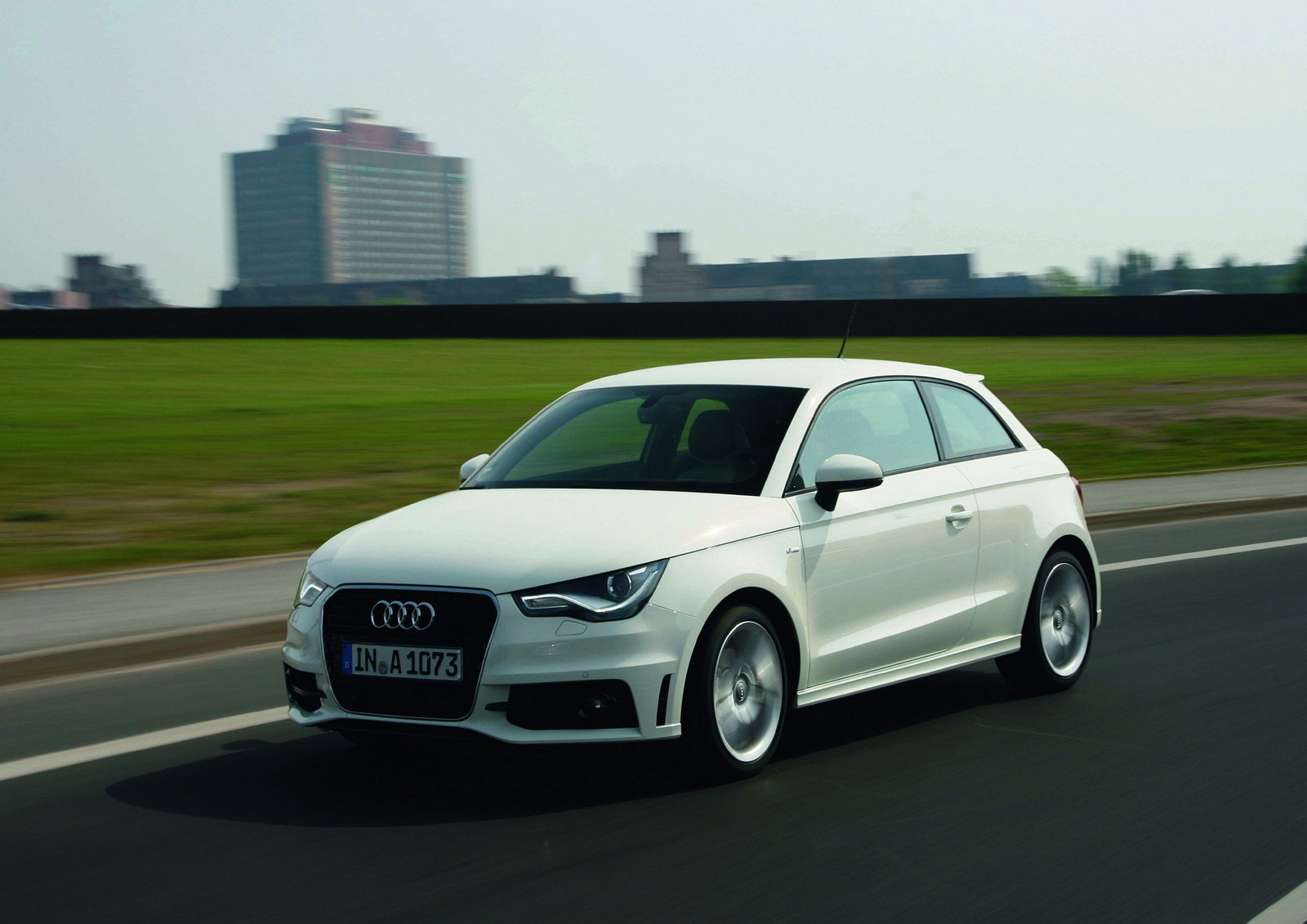 2013 Audi A1 Review - Top Speed