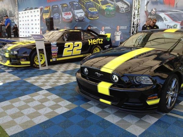 2014 ford mustang gt by hertz and penske racing car review top speed. Black Bedroom Furniture Sets. Home Design Ideas