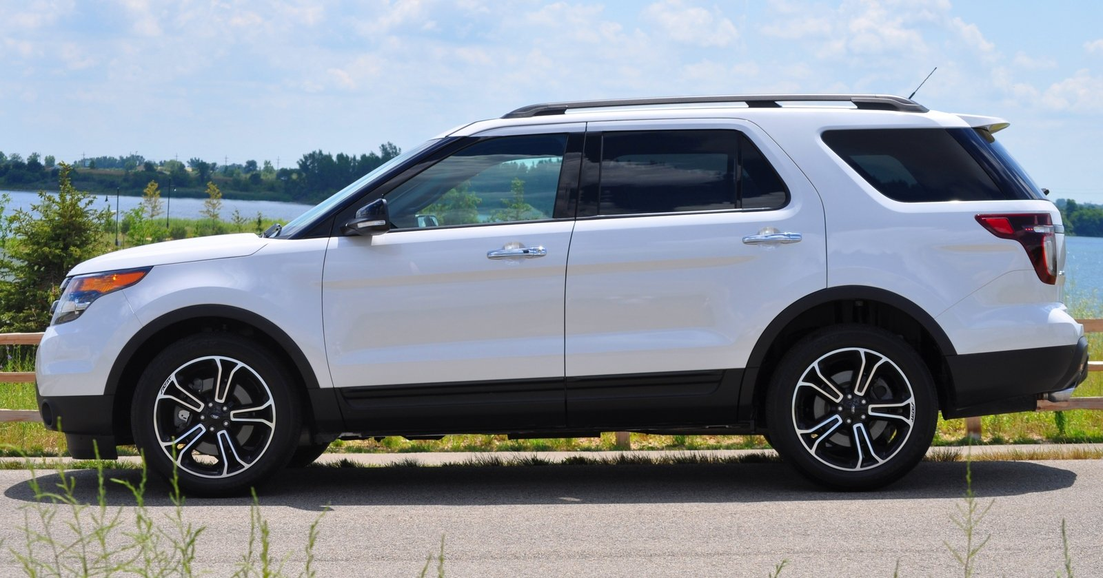 review ford explorer sport 2014. Black Bedroom Furniture Sets. Home Design Ideas