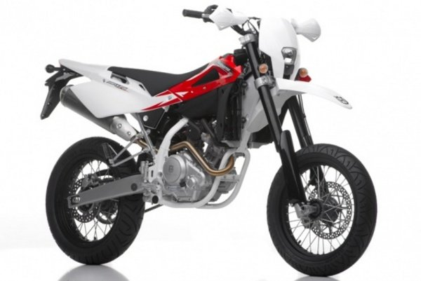 2013 Husqvarna SMR125 | motorcycle review @ Top Speed