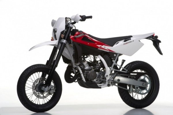 2013 husqvarna sms125 motorcycle review top speed. Black Bedroom Furniture Sets. Home Design Ideas