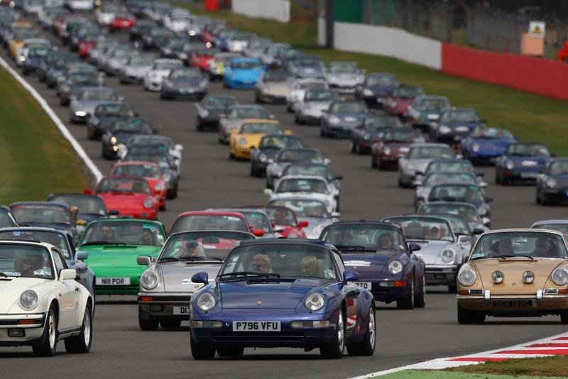 Porsche Sets Record For Largest Parade Of 911 Models