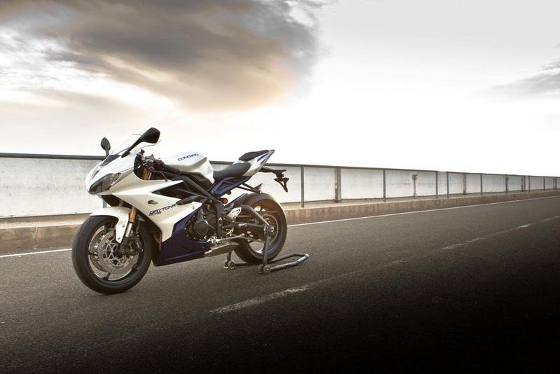 2013 Triumph Daytona 675 High Resolution Exterior - image 515180