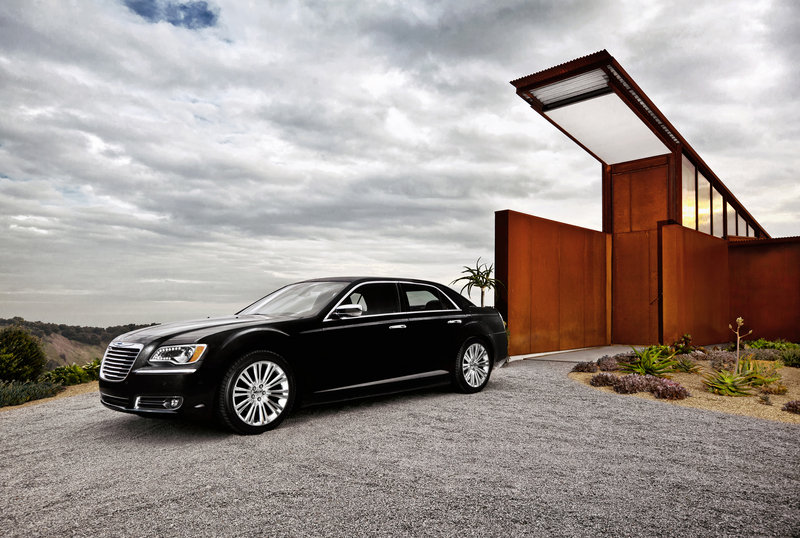 2013 Chrysler 300 High Resolution Exterior - image 517546
