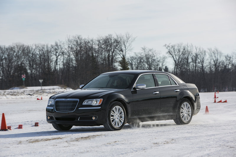 2013 Chrysler 300 High Resolution Exterior - image 517552