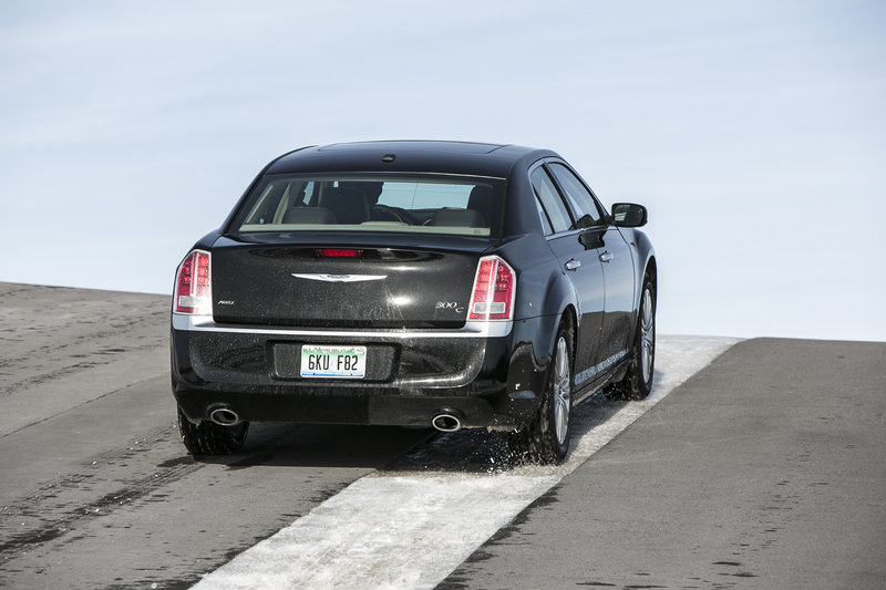 2013 Chrysler 300 High Resolution Exterior - image 517561