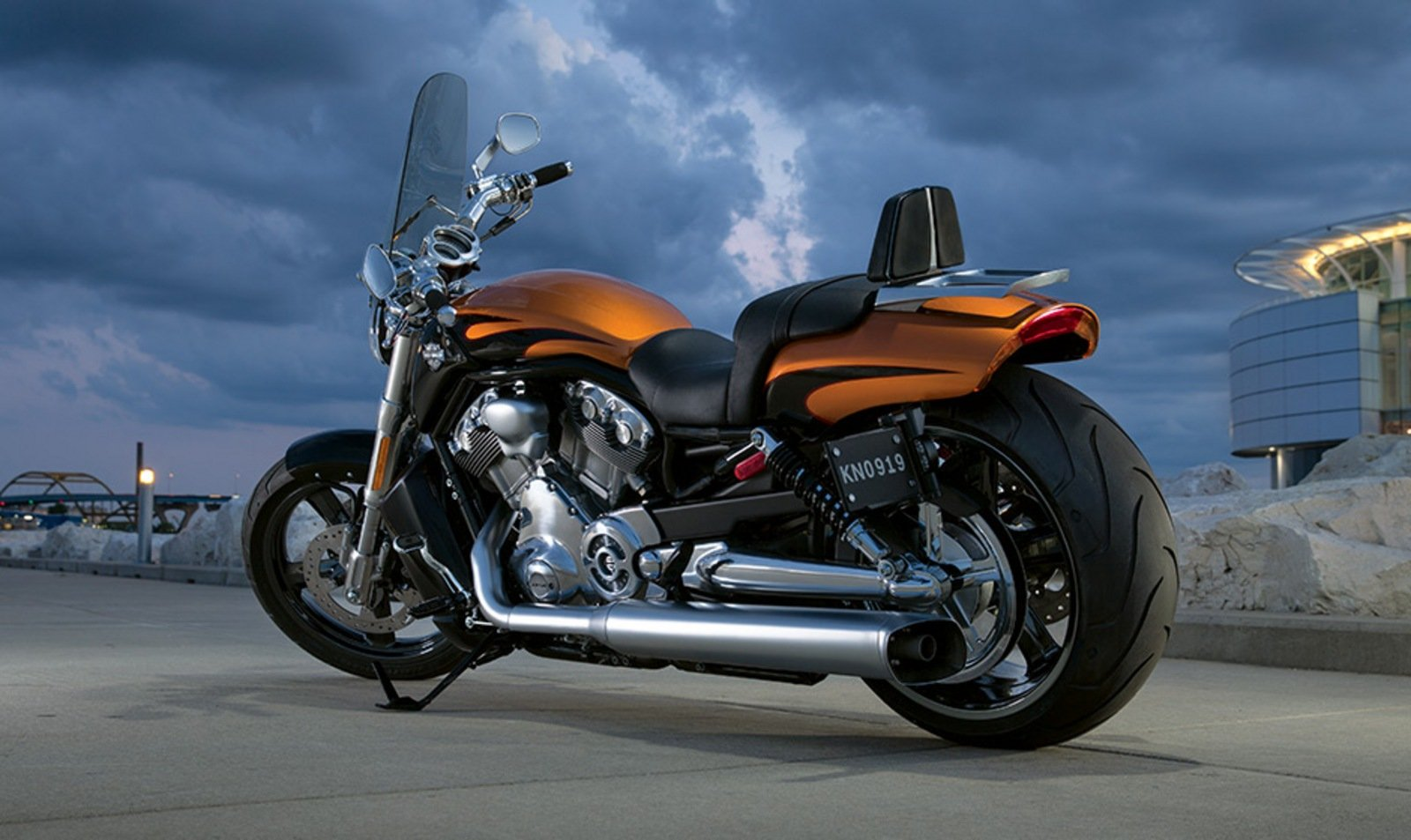 2014 harley davidson v rod muscle review top speed. Black Bedroom Furniture Sets. Home Design Ideas