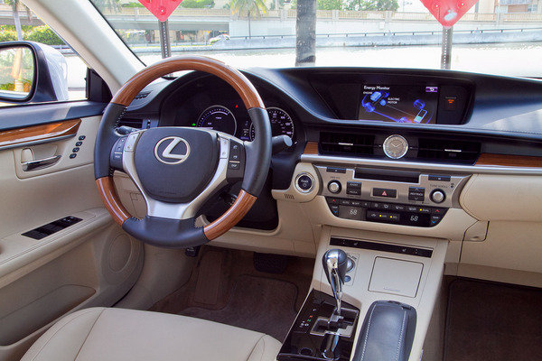 2014 lexus 300h autos weblog. Black Bedroom Furniture Sets. Home Design Ideas