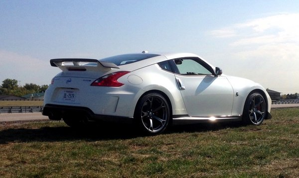 What is the top speed of a nissan 370z nismo