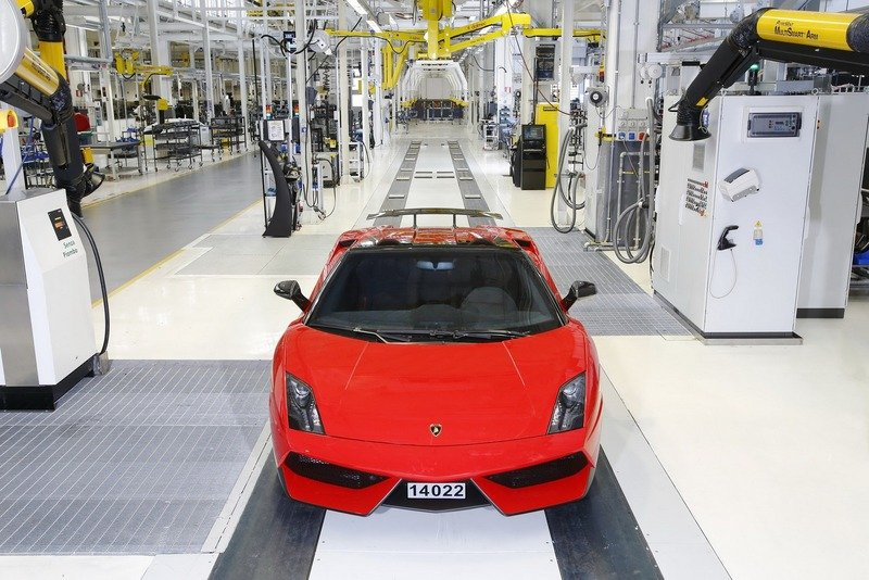 Final Lamborghini Gallardo Rolls Off the Production Line