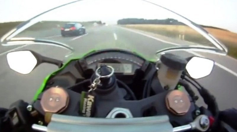 300 km/h Kawasaki Ninja ZX-10R left behind by an Audi RS6