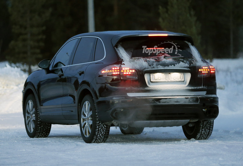 Spy Shots: 2015 Porsche Cayenne Caught in the Cold