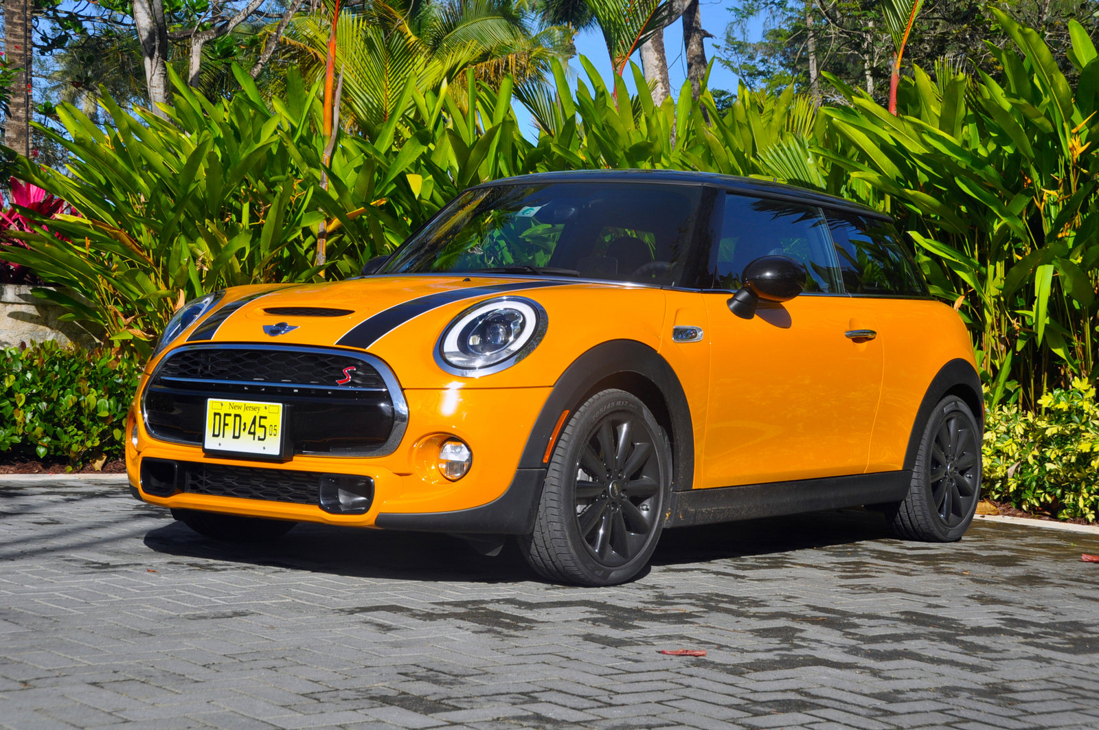 2014 mini cooper review top speed. Black Bedroom Furniture Sets. Home Design Ideas