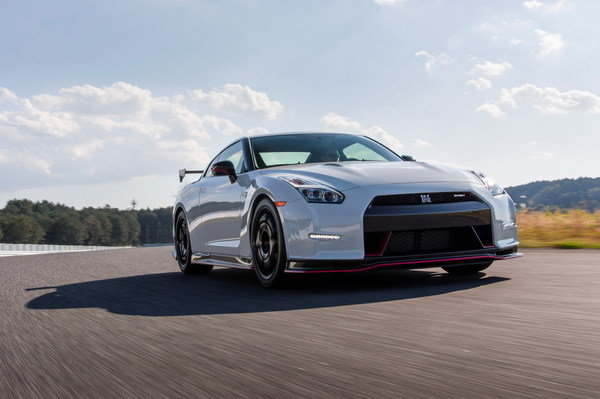 who has it bigger nissan says the gt r nismo car news top speed. Black Bedroom Furniture Sets. Home Design Ideas