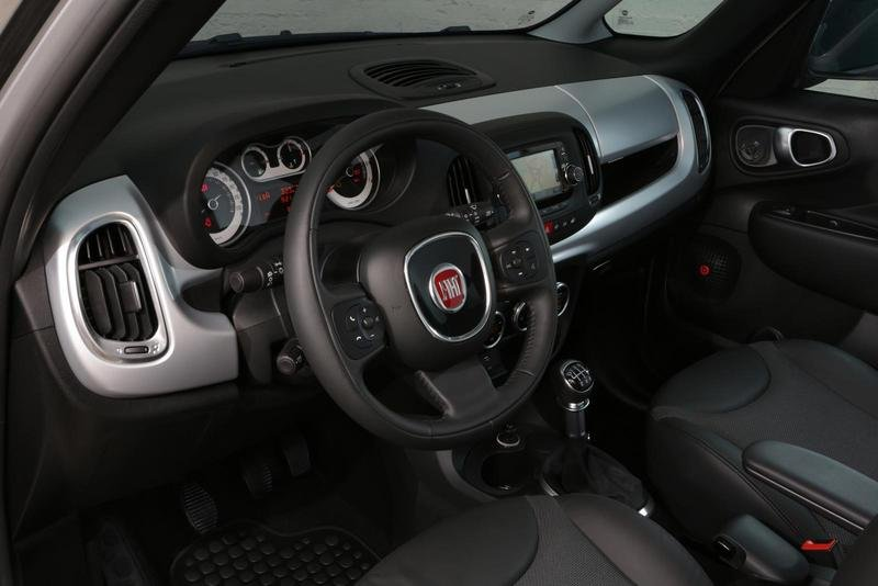 2014 Fiat 500L Beats Edition Interior - image 541511