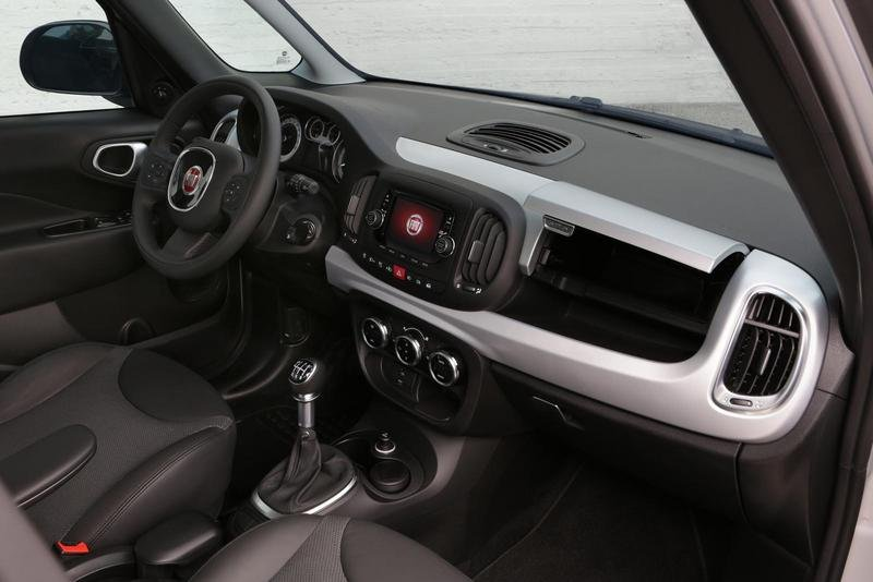 2014 Fiat 500L Beats Edition Interior - image 541508