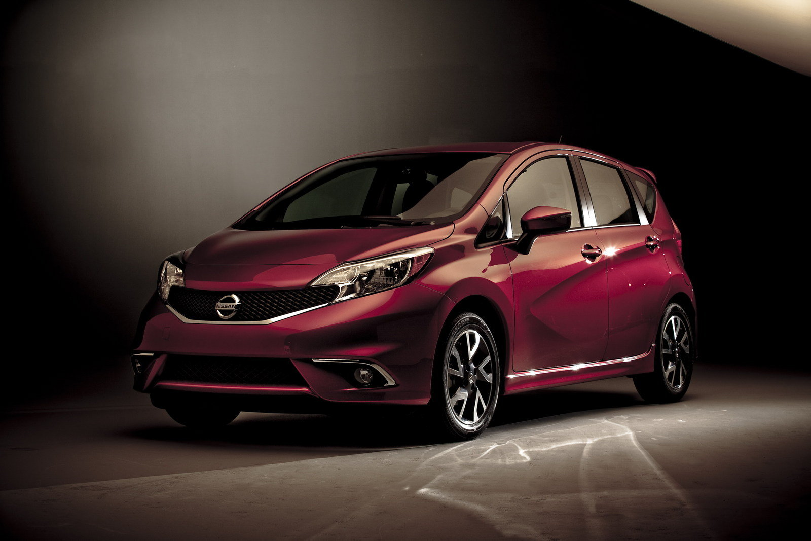 2015 nissan versa note sr review top speed. Black Bedroom Furniture Sets. Home Design Ideas