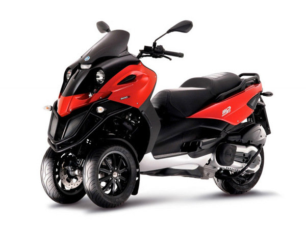 2014 Piaggio MP3 500 Review - Top Speed