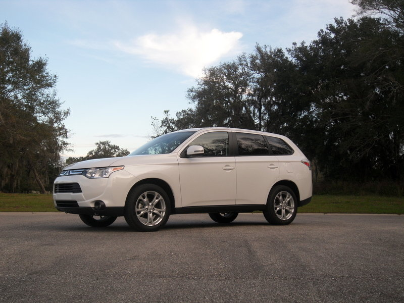 2014 Mitsubishi Outlander SE Touring - Driven