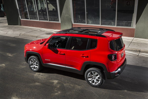 10 things you need to know about the 2015 jeep renegade car news top speed. Black Bedroom Furniture Sets. Home Design Ideas