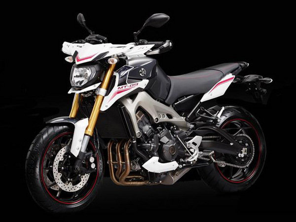 2014 yamaha mt 09 street rally motorcycle review top speed. Black Bedroom Furniture Sets. Home Design Ideas