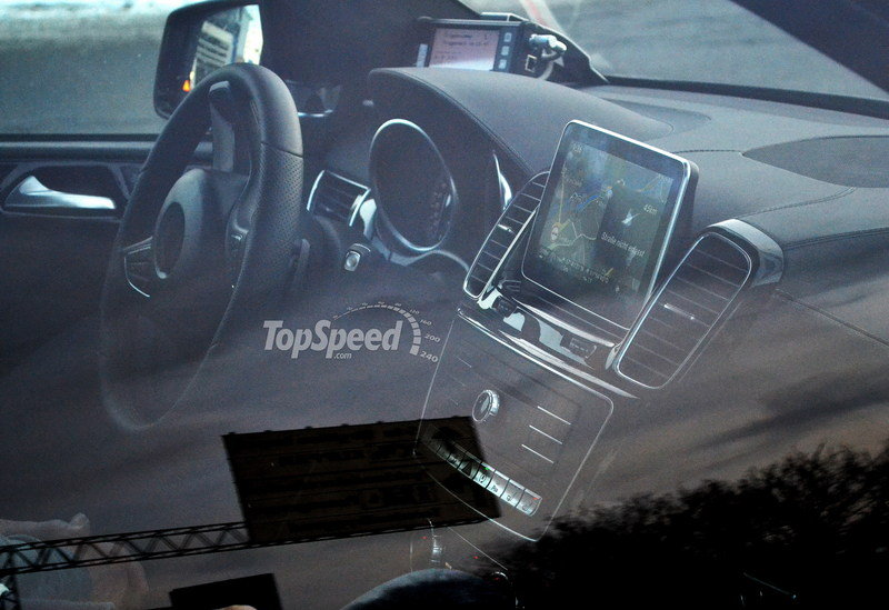 Spy Shots: 2015 Mercedes-Benz M-Class Spied Inside and Out Interior Spyshots - image 547642