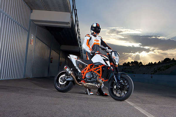2014 ktm 690 duke r abs motorcycle review top speed. Black Bedroom Furniture Sets. Home Design Ideas