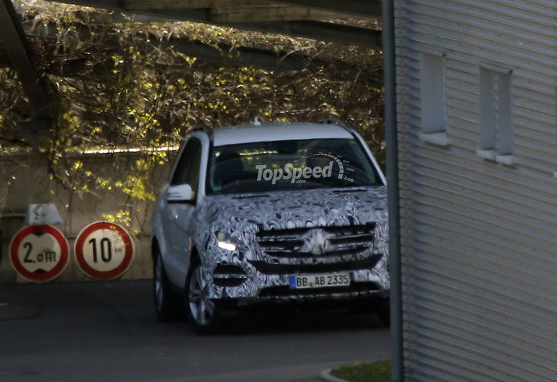 Spy Shots: Revised Mercedes CLS and M-Class Caught Testing Exterior Spyshots - image 551999