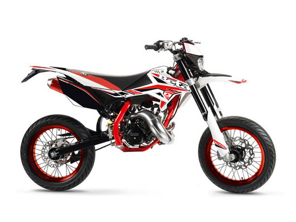2014 beta rr 50 motard track review top speed. Black Bedroom Furniture Sets. Home Design Ideas