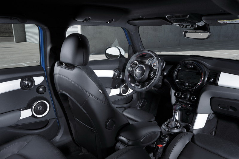 2014 Mini Cooper 5-Door Interior - image 554924